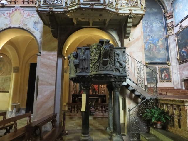 2499 Guilio marble pulpit