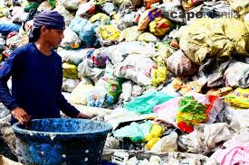 manila man with trash