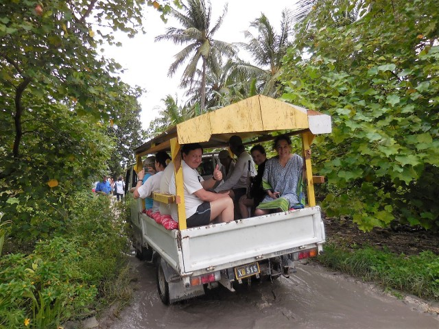Fanning Island Tour Bus